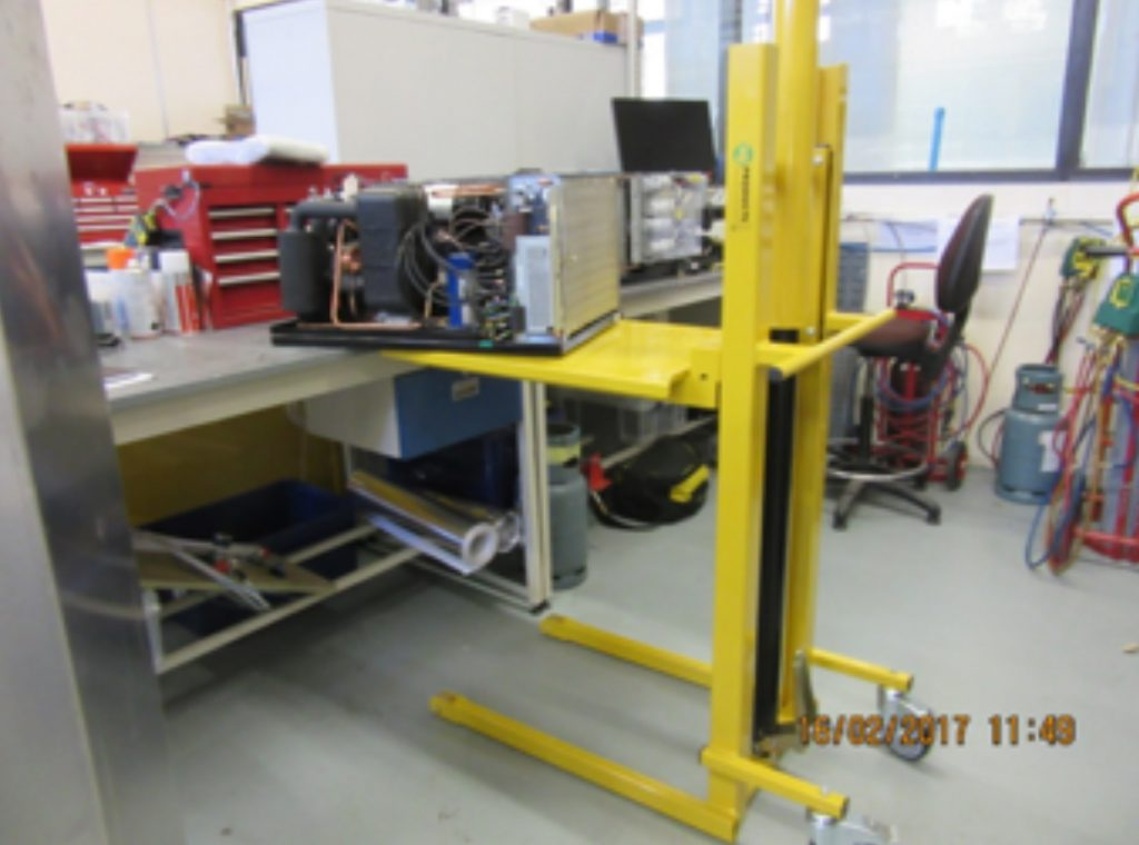 floor to table lifting equipment